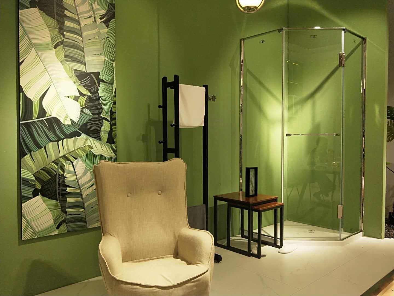 金莎丽淋浴空间大积绿色的运用大胆而出挑,让产品凸显的更精致和简约。