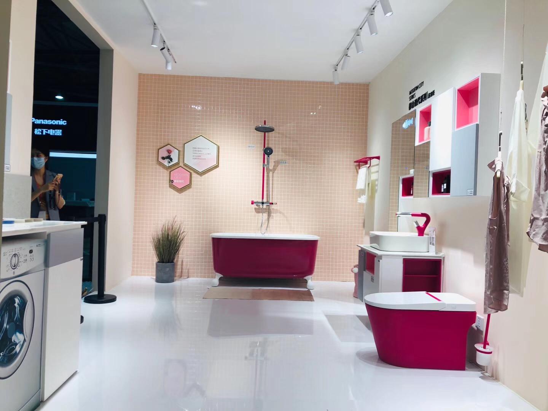 时尚时尚最时尚的彩色空间来了,今年厨卫展,东鹏整装卫浴携手全球百大设计师黄书恒设计打造的大师空间。告别黑白灰,让色彩来得强烈一些吧~