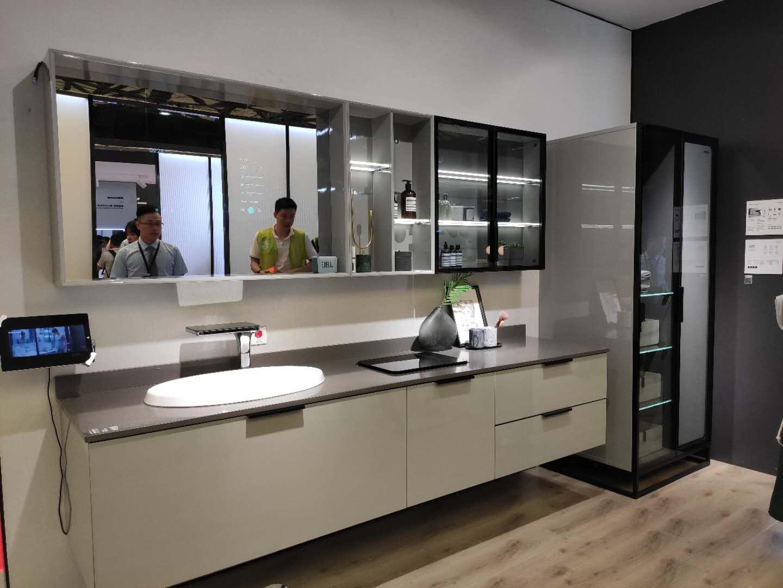 SSWW SMART 浪鲸智能浴室柜,包含智能浴镜、智能龙头、智能衣柜、智能洗衣等功能,同时还可以测血糖、皮肤油脂测试仪、体脂称,喜欢的亲们还可以定制哦~