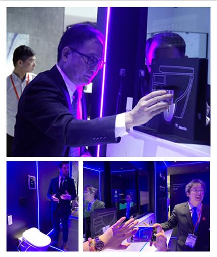 李国栋副总、冼伟明总监、IPEE CEO Jan Schoeters演示系统.jpg
