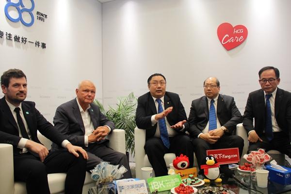 HCG和成卫浴高层与IPEE公司高层接受记者采访.JPG