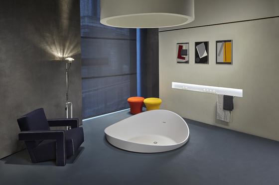 antoniolupi-showroom-milano-stanza-con-vasca-dune-.jpg