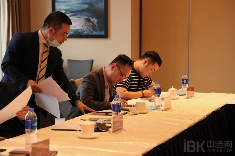 15-联盟成员签署联盟合作协议3.jpg