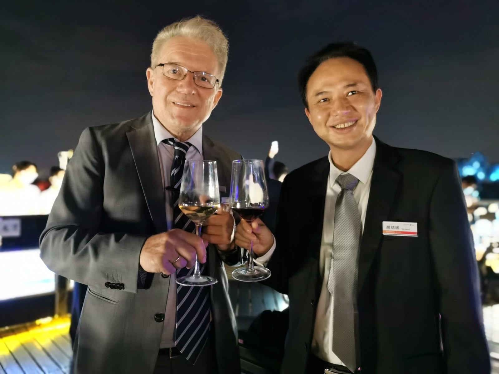 德国COSO高斯卫浴亚太区总裁胡结辉(右一).jpg